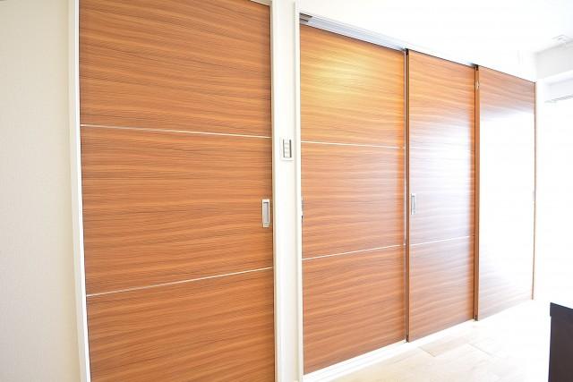 秀和南品川レジデンス 洋室の扉はDK内にあります