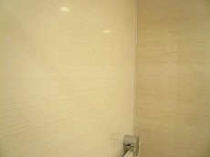リラックスムードの浴室。