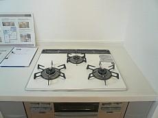 真っ白なL字キッチン 3口コンロ