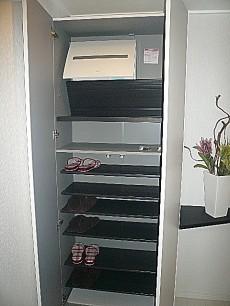 シャンボール柿の木坂 トールサイズの玄関収納。