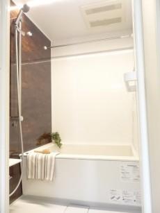 第1恵比寿マンション アンティークブラウンの落ち着いた雰囲気のバスルーム