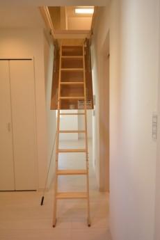 小屋裏階段1