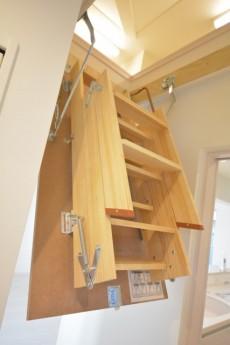 小屋裏階段2