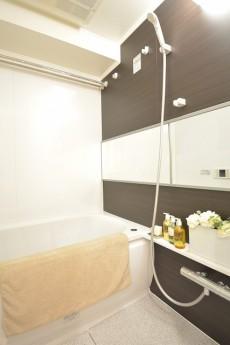 光建ハイムブリリアンス日本橋浜町四番館 追い焚きと浴室換気乾燥機能付きのバスルーム