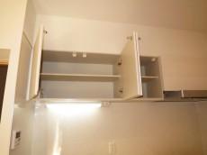 キッチン上部には吊戸棚