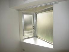 藤和新宿番衆町コープ サービスルーム出窓
