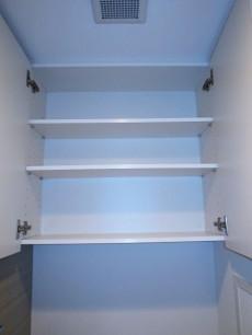トイレ上部の吊戸棚