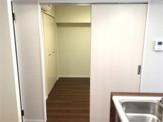 クレール三田 洋室約4帖