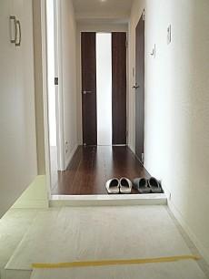 藤和用賀コープ 明るい玄関ホールです。