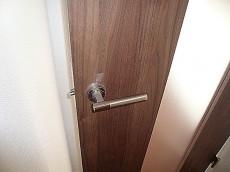 藤和用賀コープ スリットガラスの扉。
