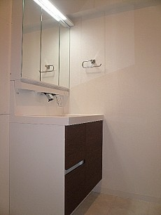 藤和用賀コープ 洗面化粧台です。