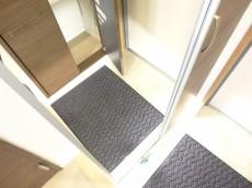 シューズBOXの扉はミラー付き
