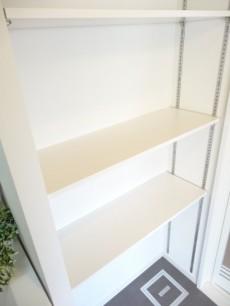 洗面室の収納棚
