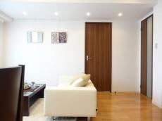 約6.0畳の洋室の扉