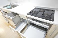 食洗機付きのシステムキッチン