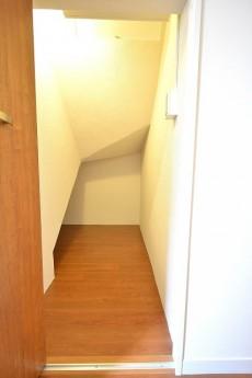 シャンボール常盤松 階段下収納