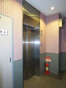 ヴェルビュ新中野 エレベーター