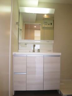 ヴェルビュ新中野 機能的な洗面化粧台
