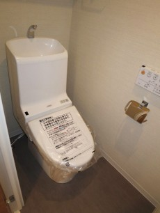 ヴェルビュ新中野 ウォシュレット付のトイレ