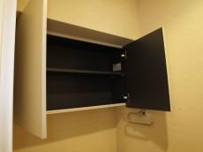 ヴェルビュ新中野 トイレ上部の吊戸棚