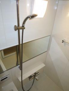 メゾンドール本郷 浴室換気乾燥機付のバスルーム