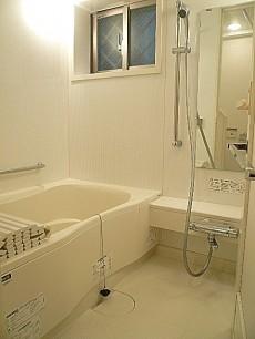 浴室乾燥付きバスルーム。