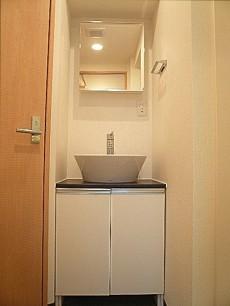 六本木東豊エステート 洗面化粧台です。