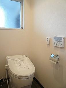 六本木東豊エステート ウォシュレット付トイレです。