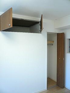 2階 5.7帖洋室 収納