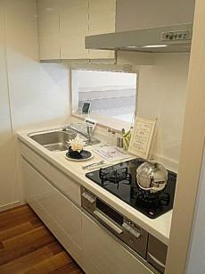 ホワイトなシステムキッチンです。