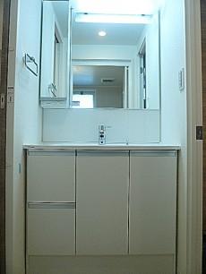 駒沢コーポラス 洗面化粧台です。