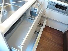 L字型システムキッチン 収納