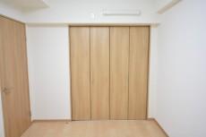 多摩川芙蓉ハイツ 洋室約6.4帖収納