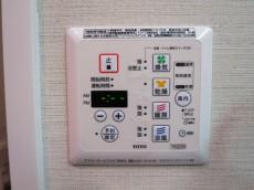 浴室換気乾燥機つきのバスルーム