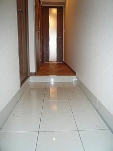 タイル張り玄関ホール