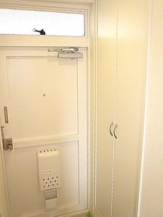 祐天寺第2コーポラス ホワイトな玄関収納