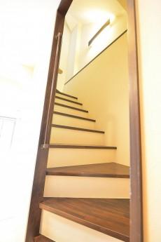 南青山グリーンヒルハウス リビングから階段