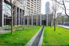 東京ツインパークス・レフトウイング 中庭