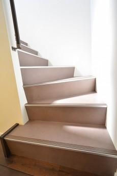 南青山グリーンヒルハウス ルーフバルコニーへの階段