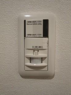 本郷壱岐坂ハイツ 玄関スイッチは人感センサー付き