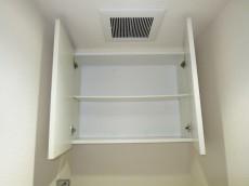 トイレ上部には吊戸棚
