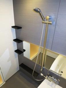 ゆったりした広さのバスルーム