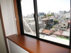 スカーラ四谷 玄関・カウンター付の窓