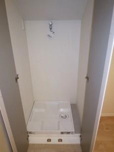 キッチンの一角に洗濯機置き場