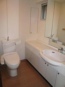 ホームズ緑が丘 トイレと洗面化粧台