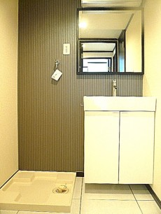 東建マンション学芸大  洗面化粧台と洗濯機置き場