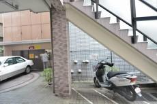 クレッセント中目黒 駐車場