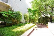 パレス池田山 中庭
