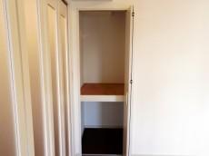 メゾンドール本郷 洋室約6帖収納