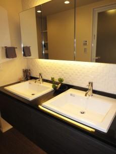 代官山マンション 洗面室も高級感溢れる雰囲気